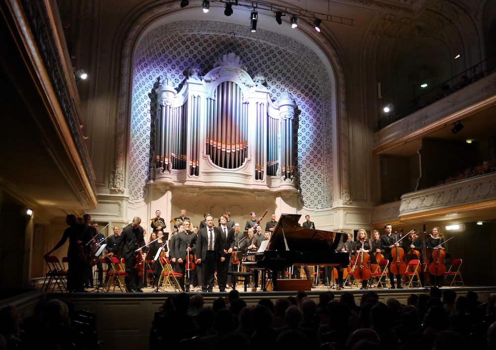 Ludwig 100% Beethoven, dirigé par Julien Masmondet, avec Romain Descharmes au piano, Salle Gaveau, le 4 octobre 2018 à 20h. Oeuvres : Concerto n° 5 Empereur Symphonie n°8.